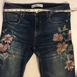 Zara Jeans - Zara Mid-Rise With Floral Embroidery Size 4